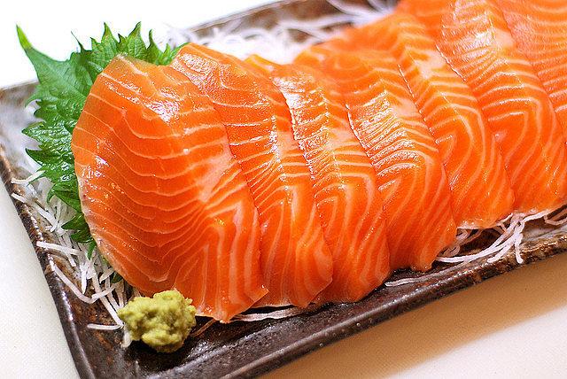 吞拿魚魚生抽出多條寄生活蟲最長30CM